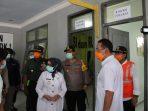 Bupati Jombang bersama Forkopimda Jombang memantau Ruang Isolasi di Terminal Bis Kepuhsari, Jombang, Rabu (01/04)