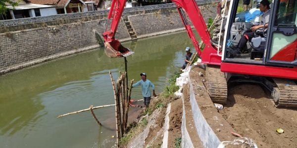 kegiatan persiapan penanganan banjir di Kali Catak Banteng Desa Kauman Kecamatan Mojoagung