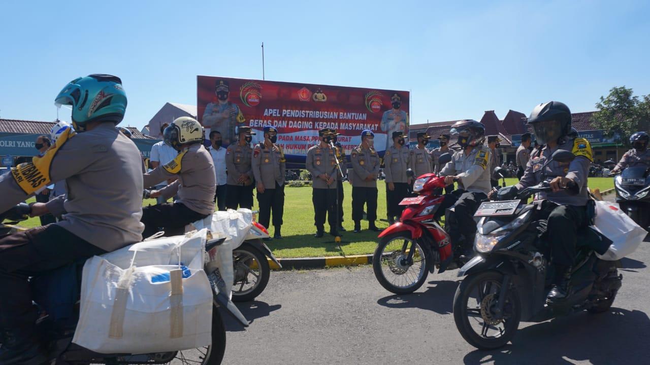 Korpolairud Baharkam Polri Tinjau Distribusi Bansos Terdampak PPKM | Memo Surabaya