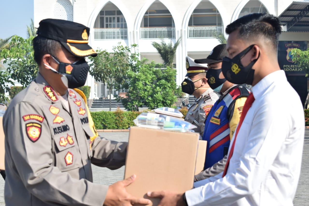 Hadapi Pandemi, Kapolresta Bekali Paket Kesehatan Anggota dan ASN | Memo Surabaya