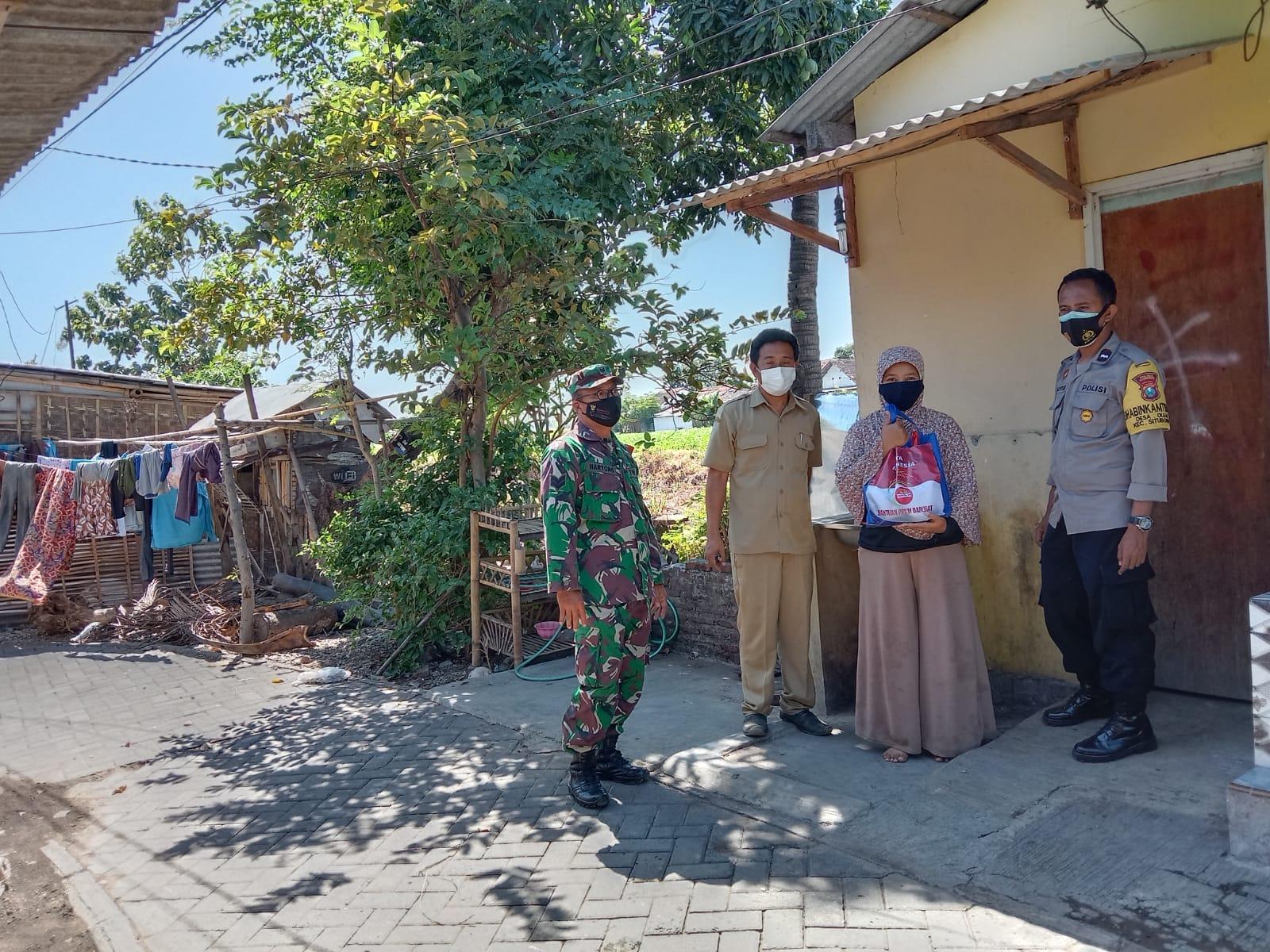 Desa Olean Gelontorkan Penyaluran Bantuan Beras Pada Warga PPKM | Memo Surabaya