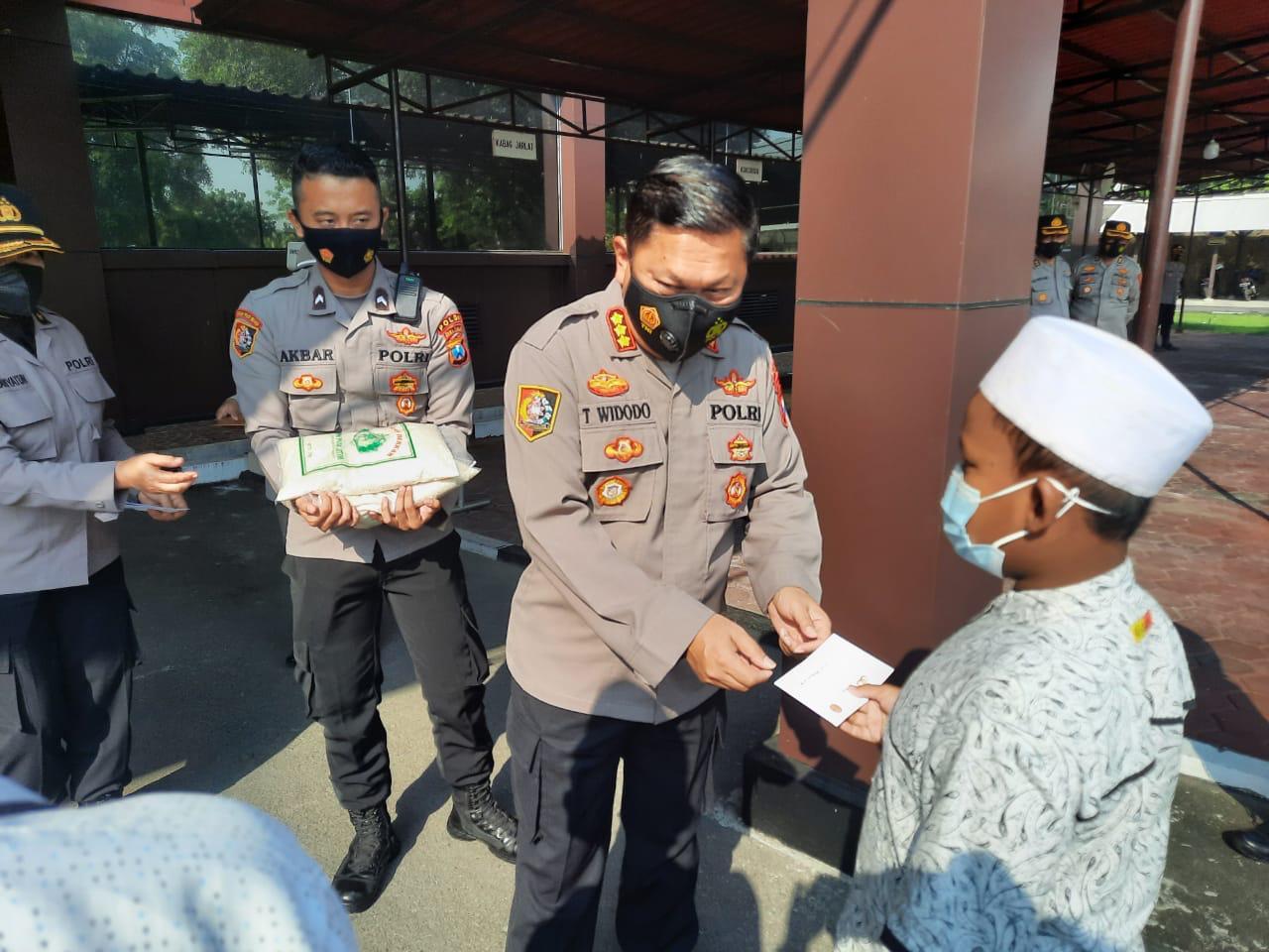 Akpol 91 Bhara Daksa, Gelar Baksos pada Masyarakat Terdampak Pandemi | Memo Surabaya