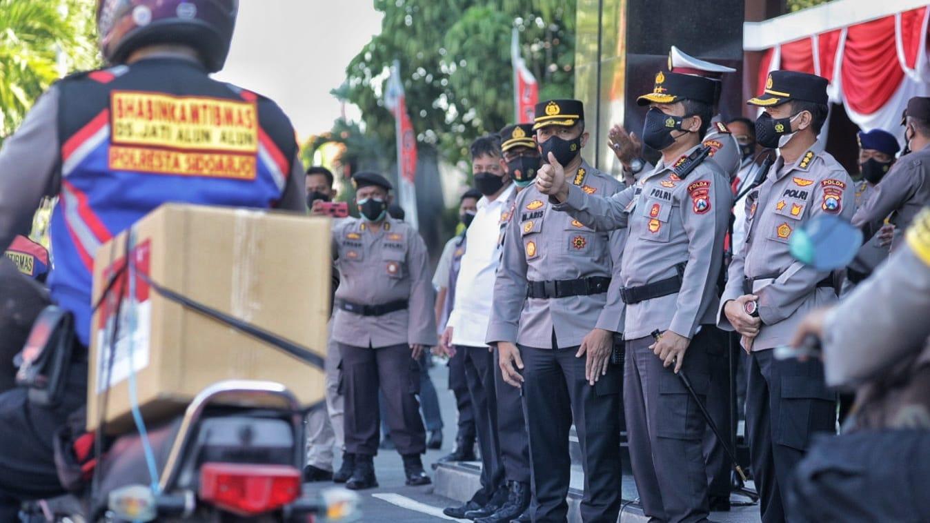 PoldaJatim Bagikan 76000 Bendera Merah Putih Untuk Indonesia Tangguh | Memo Surabaya