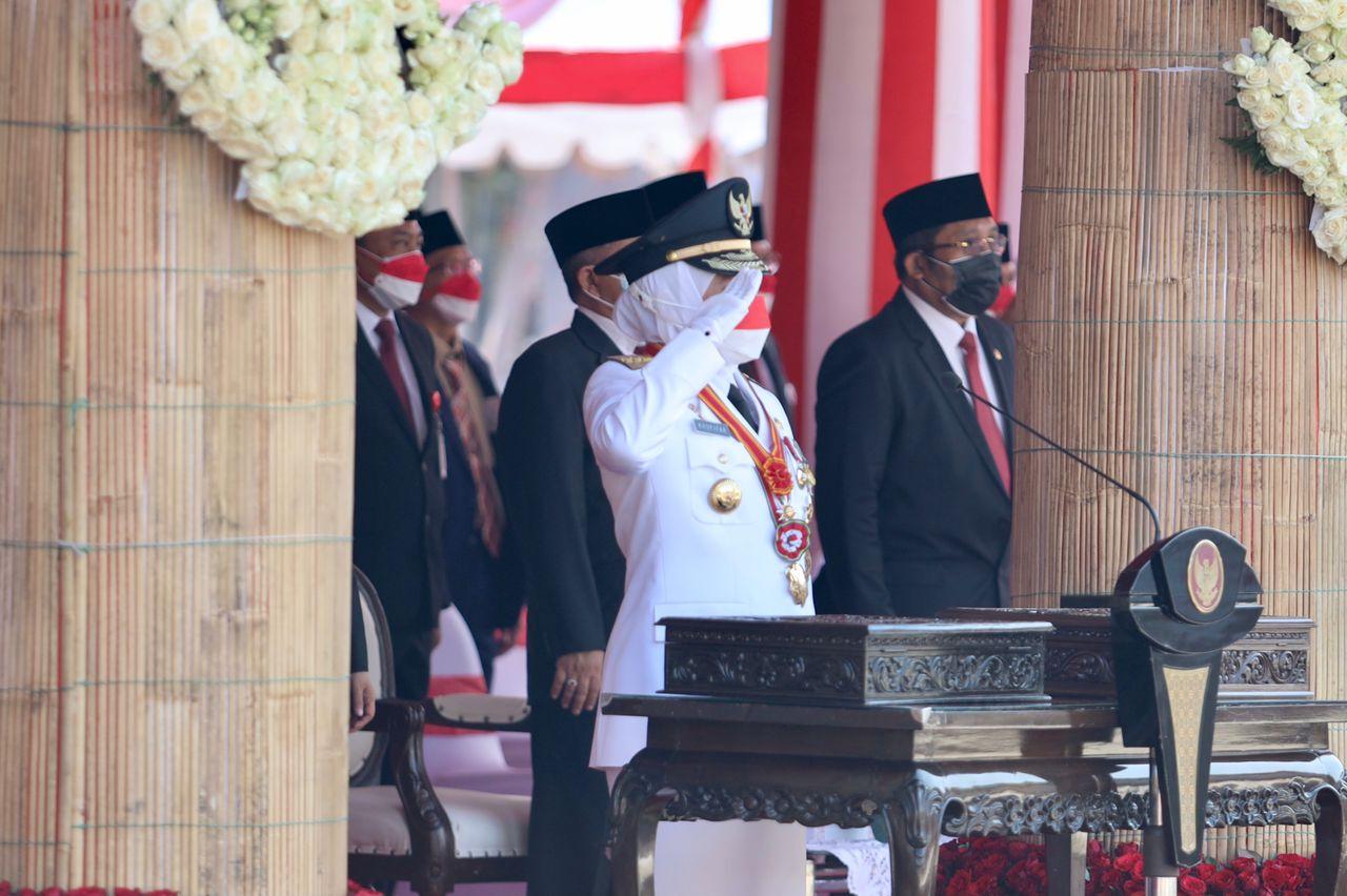Upacara Peringati HUT RI ke 76 Dipimpin Langsung Oleh Gubernur Jatim | Memo Surabaya