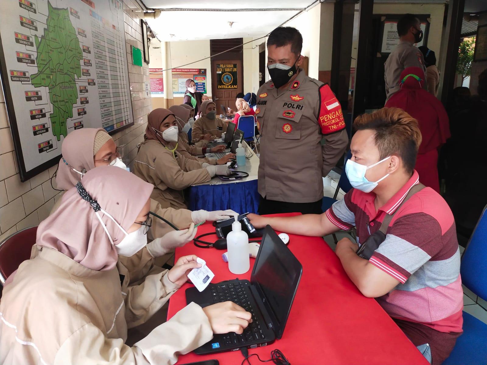 Dorong Kekebalan Komunal, Polsek Krian Gelar Vaksinasi Massal | Memo Surabaya