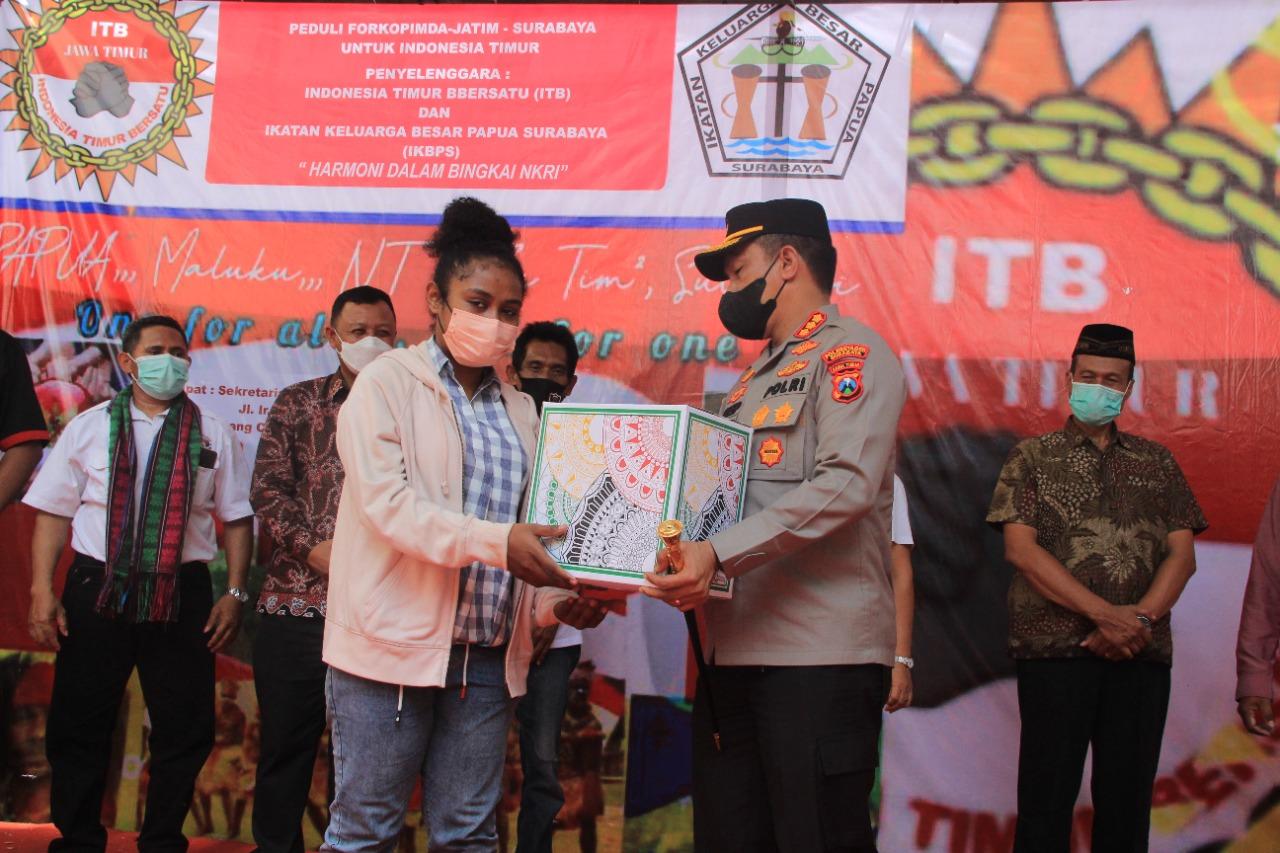 Berbagi Bansos Dimasa Pandemi Covid-19 Bersama Warga Indonesia Timur | Memo Surabaya